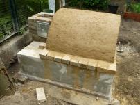 Seitenansicht - zur Isolierung wird das Gewölbe mit einer Lehmstrohschicht abgedeckt